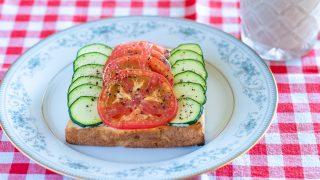 ズッキーニとトマトのマヨトースト